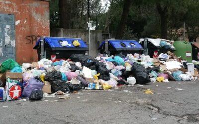 Emergenza rifiuti: responsabilità Raggi e Zingaretti