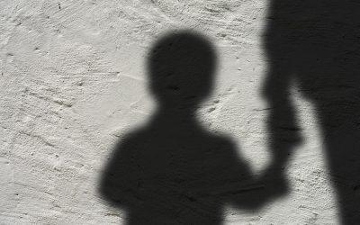 Roma, bimbo picchiato dalla mamma: Prima di tutto aiutare il piccolo